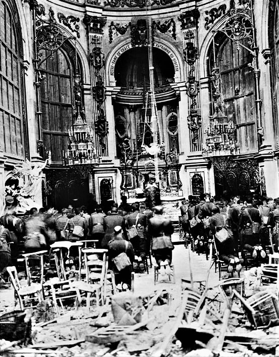 Thanksgiving_service_in_the_Cambrai_Cathedral_for_the_deliverance_of_the_Town_(-1336183717)