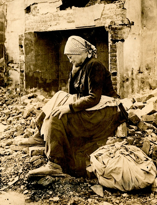 wwilearning-of-german-retreat-from-her-district-french-woman-returns-to-find-her-home-a-heap-of-ruins1