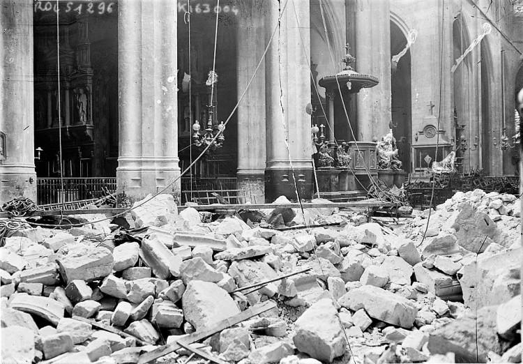 Artillery 1024px-Eglise_St_Gervais_Paris_bombardement_1918
